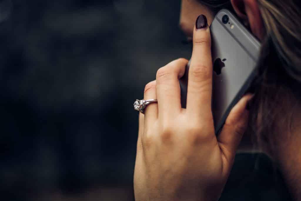 Service iPhone Panggilan
