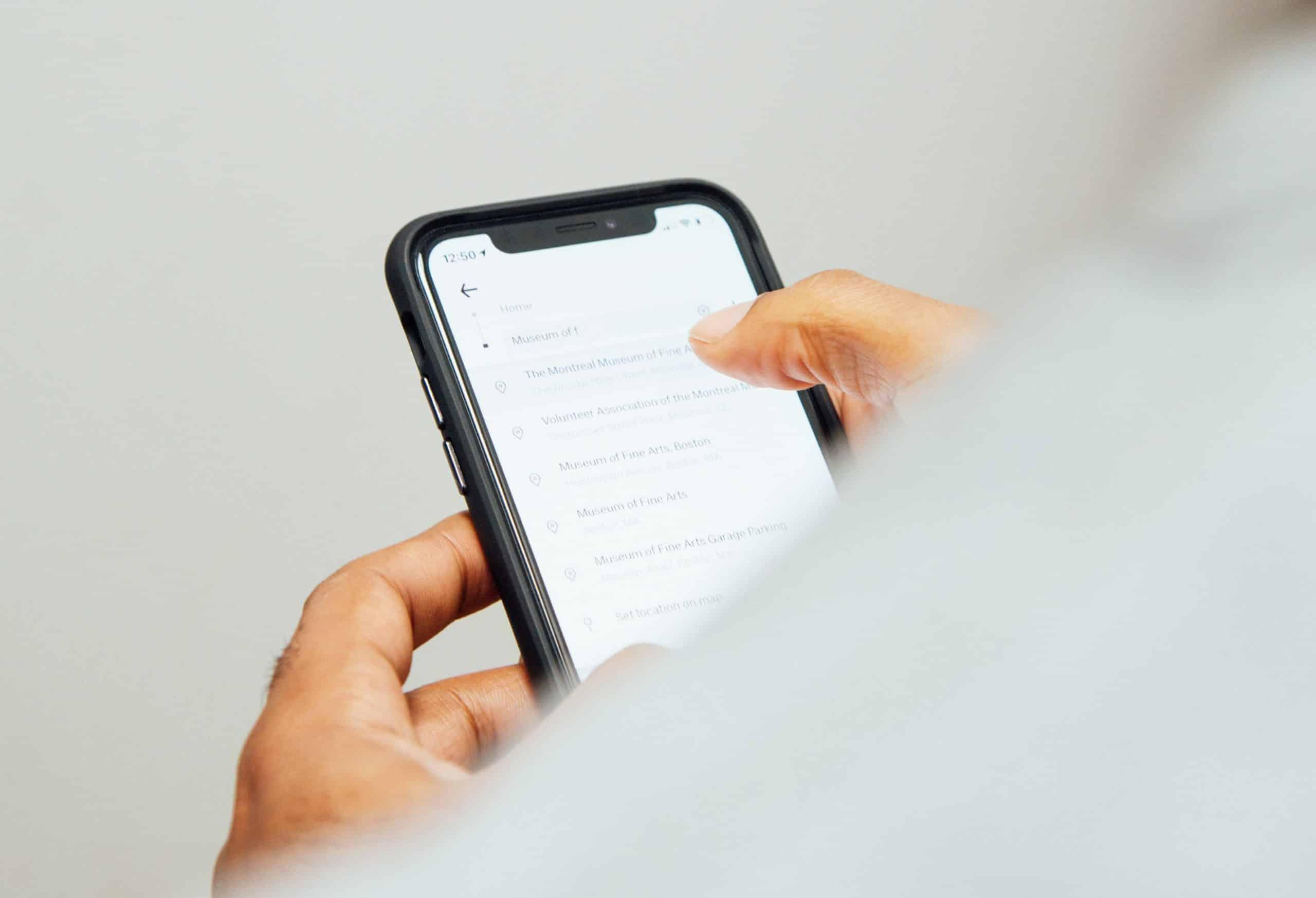 Mengatasi Layar IPhone Error Bergerak Sendiri
